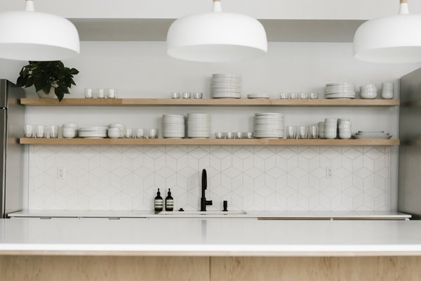 Kitchen lighting pendant ideas Farmhouse Kitchen Modern White Pendant Lights From Schoolhouse Hang Above The Open Kitchen Island The Geometric Splash Dwell Best Modern Kitchen Pendant Lighting Design Photos And Ideas Dwell