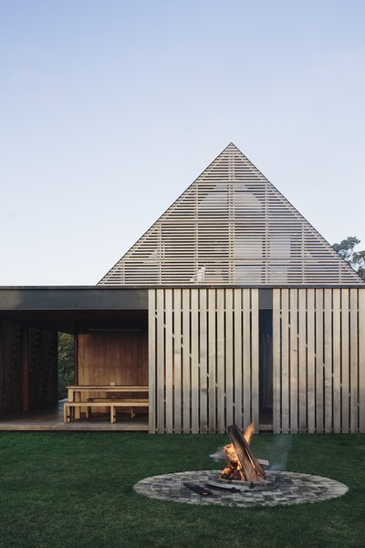 Wood screens blur the boundary between indoor and outdoor spaces.