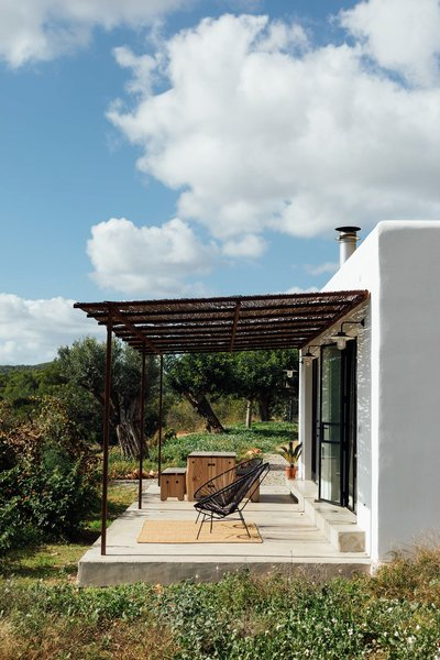 A private terrace is an extension of the interior living spaces. A canopy provides protection while not interrupting the surrounding vistas.