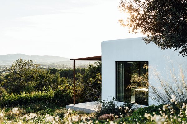 Campo Loft is a blend of industrial architecture and the natural materials found in the surrounding valleys. It is a contemporary residence where contrast plays a large role—old and new, sleek and rustic, light and dark, rough and soft.