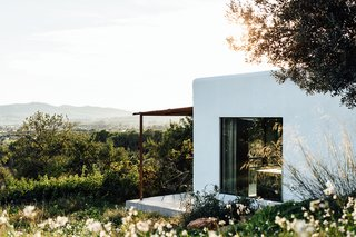 The home, located in a remote mountain field in the rugged north area of Ibiza, embraces its mountain views, Mediterranean climate, and Ibizan roots.