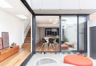 Large sliding doors connect the main living and dining zones to the exterior courtyard.