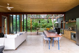 PITTA Arquitetura designed the large main living space with flexibility in mind. It is suitable for entertaining, yet cozy enough to serve as a personal retreat.