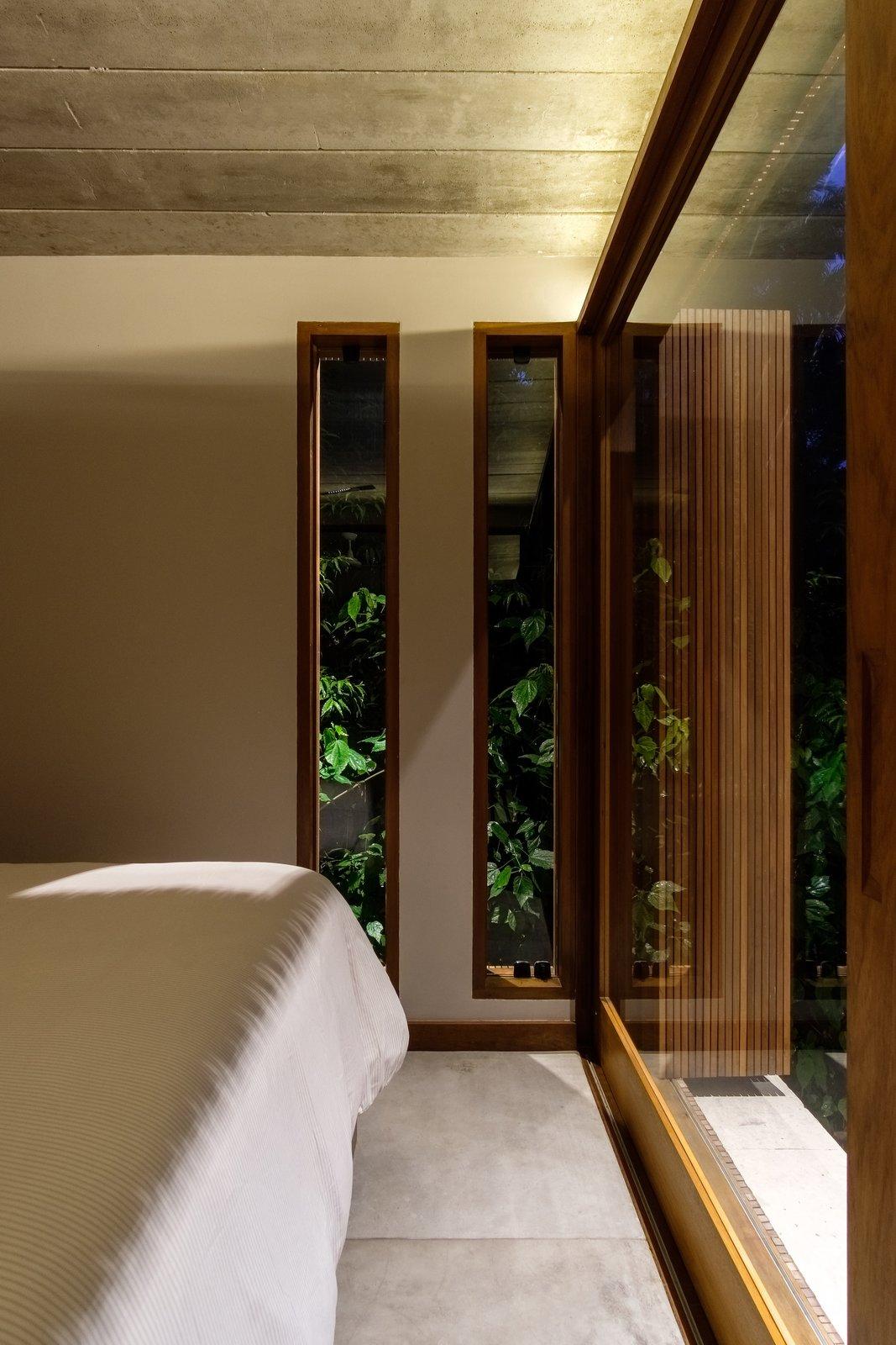 Los dormitorios, el piso de concreto y las habitaciones con cama están ubicados en la parte este del plan para recibir los rayos del sol de la mañana.