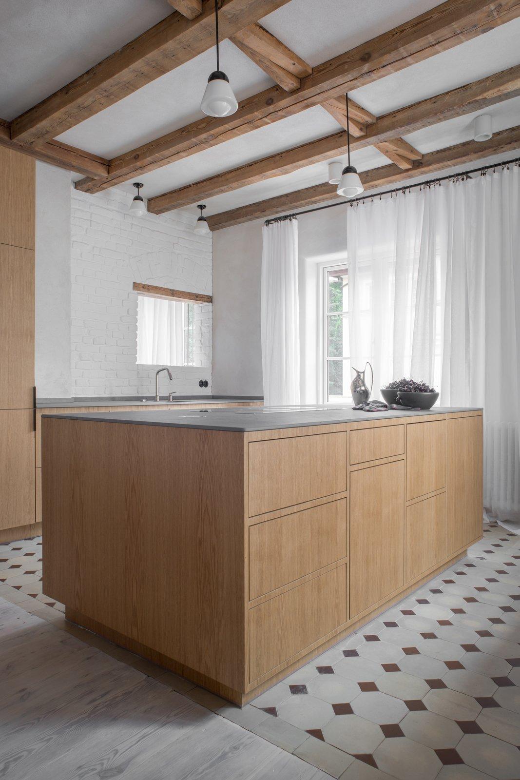 Loft Kolasiński kitchen with oak island