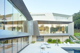 The exterior form optimizes views, framing vistas of the surroundings. The metal frames twist and taper, providing passive solar control for interior spaces and outdoor patios.