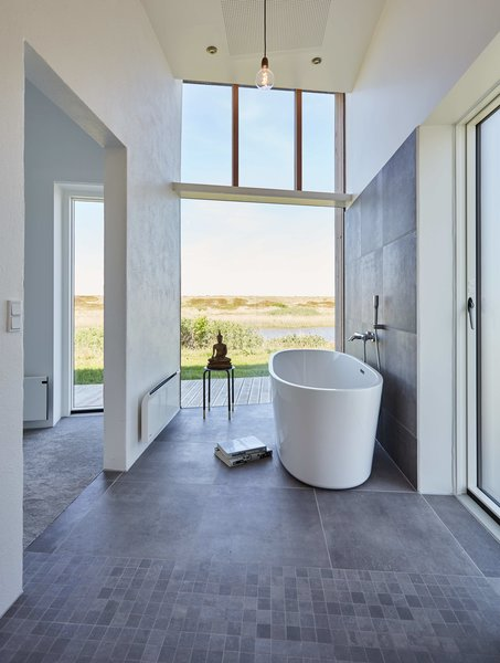 Even from the bathtub there are unobstructed views and connection to the lake right outside the windows.