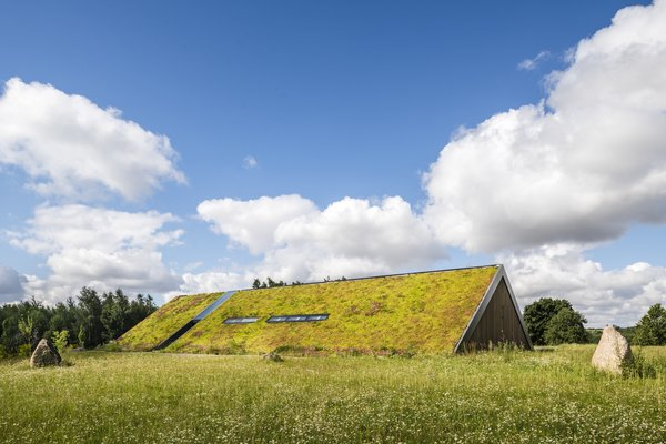 This Epic Green Roof Blurs the Boundaries Between Landscape and Home