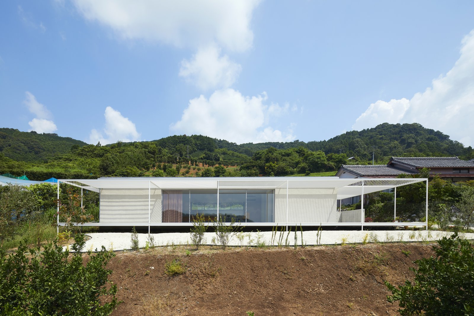 House in Shiraiwa by 2id Architects