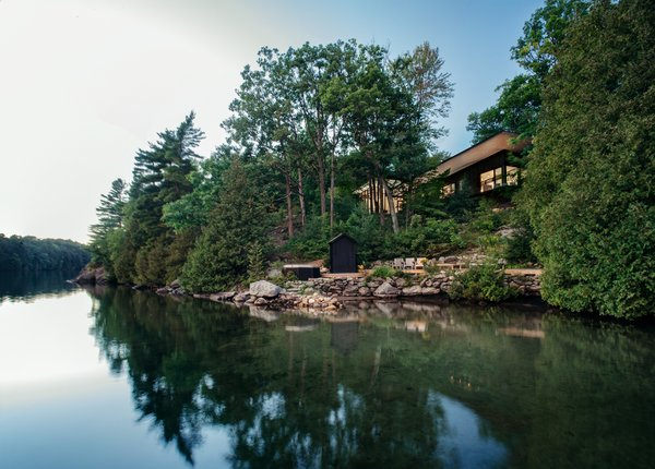 The home sits lightly upon its heavily wooded site.