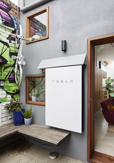 A Tesla battery ensures the home performs well—and allows it to pump excess green energy back into the grid.