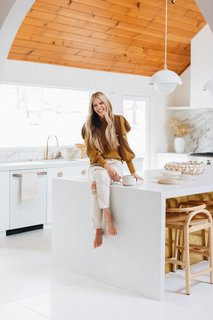 Sarah Sherman Samuel is a Los Angeles-based interior and product designer. She is known for effortlessly combining styles to create unique spaces, coveted products, and Pinterest worthy images.
