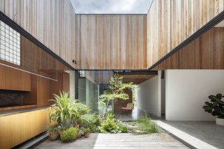 Garden and living spaces blend together in this Australian dwelling which inverts the classic wraparound veranda.