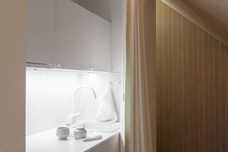 A small kitchenette on the back side of the central core provides all the necessary cooking amenities for guests.