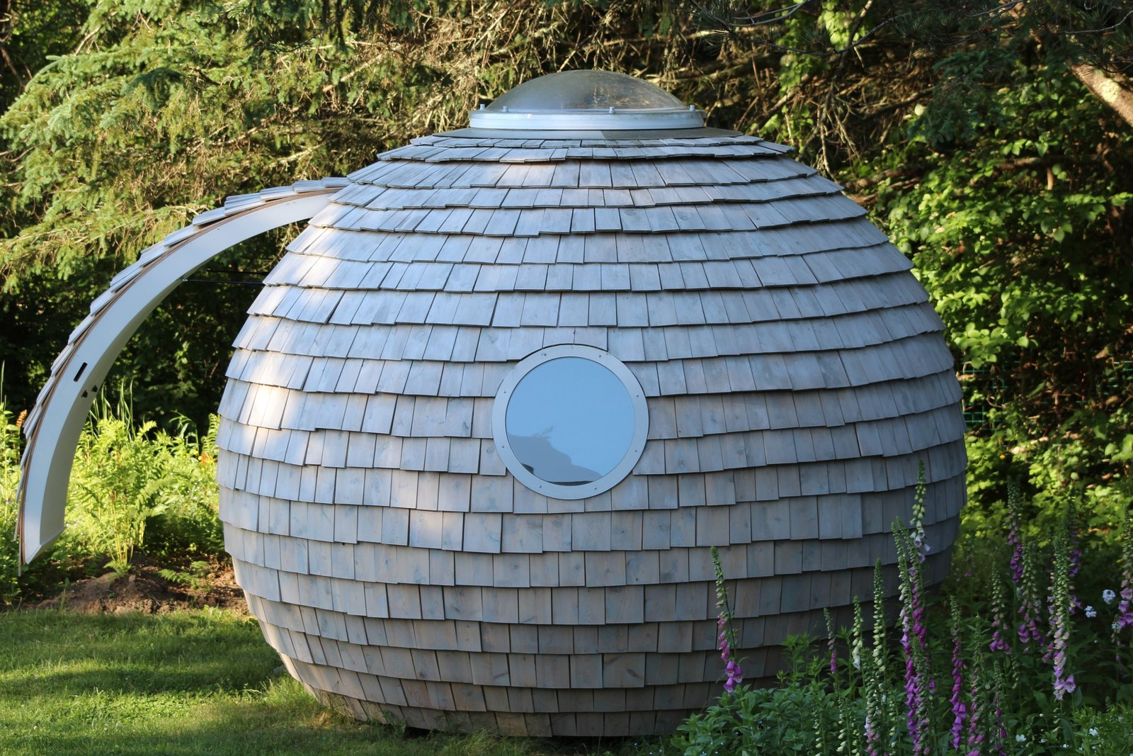 Outdoor, Back Yard, Rooftop, Side Yard, Garden, Front Yard, Field, Woodland, Desert, and Gardens The pod! Outside View.  Reckless Disregard For Right Angles