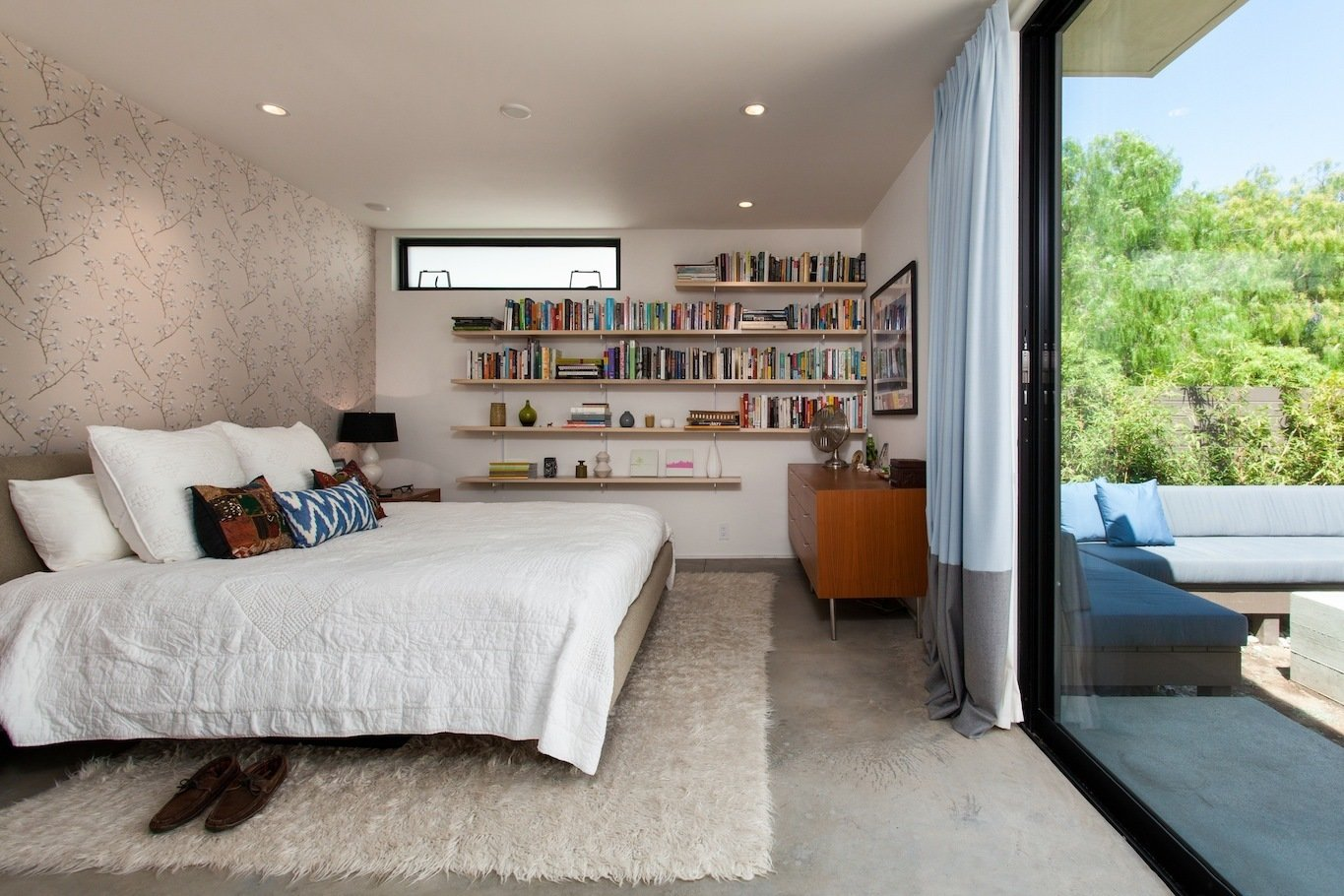 Bedroom at rear yard opens to patio  Ashland Residence by Hsu McCullough