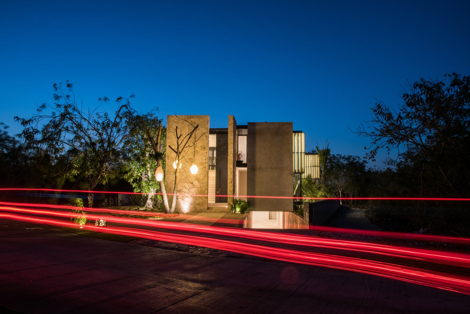 Outdoor, Landscape Lighting, Trees, Hanging Lighting, and Front Yard Facade  Casa Chaaltun by tescala