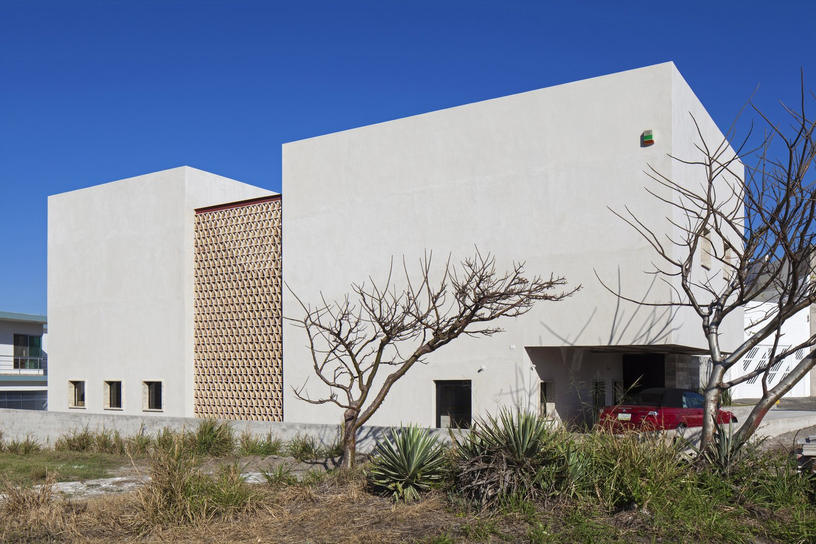 Outdoor and Side Yard West Facade.  Casa Iguana by OBRA BLANCA