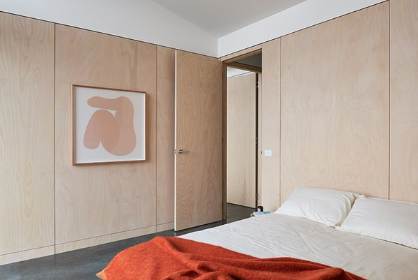 Second bedroom featuring organic cotton bedding by Bhumi Organic, organic cotton mattress by Organture, and art by Australian artist Caroline Walls (represented by Modern Times).