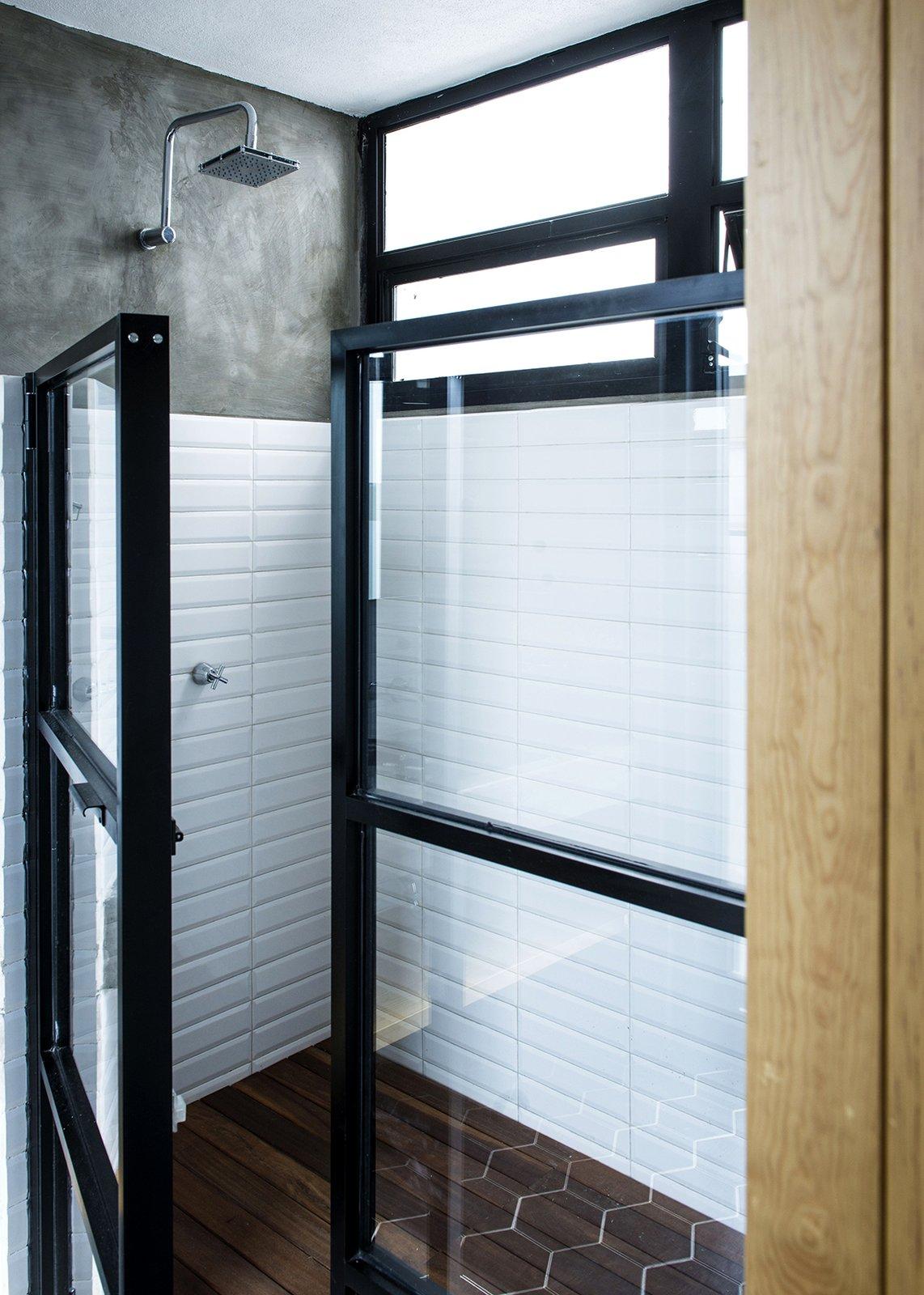 Bath Room, Ceramic Tile Floor, Subway Tile Wall, and Enclosed Shower Main Bathroom - Shower  Casa MA by e arquitectos