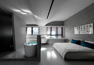 The bathtub splits from the bathroom and is separately located in the middle, diverting the circulation around it.