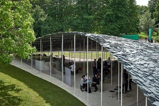 Ishigami envisioned the pavilion as a weightless, unstable structure. A light steel frame holds up the heavy slate roof.