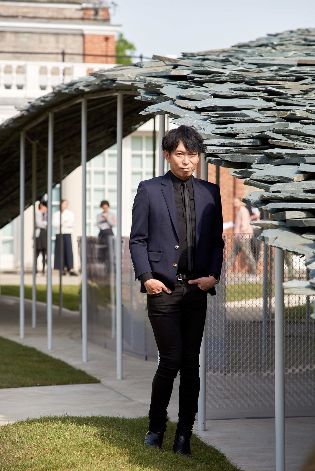 Junya Ishigami's Serpentine Pavilion Descends Upon London Like a Giant Black Bird