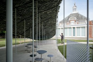A series of unplanned polycarbonate walls had to be installed following concerns about the wind. These interventions alter Ishigami's original plan for a free-flowing space.