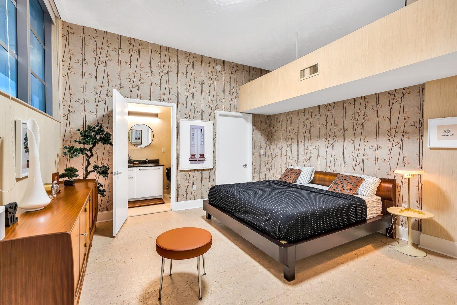 "Christopher ""Flore"" Florentino's Ghost Studio in Miami - bedroom"