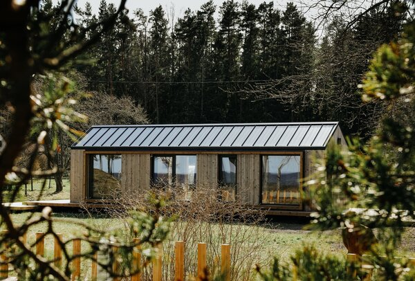 Laura and Juris chose Manta North's Slope model, which differs from its Ray model just in the roof shape. The metal roof can be built to incorporate solar panels.