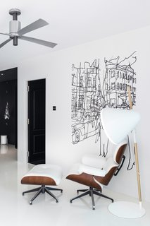 The other end of the living room features an Eames Lounge alongside the playful Hello Lamp from Normann Copenhagen. The loose lines of the Hetkia Moments mural by Maija Loukari for Marimekko characterises a bit of chaos and contrast for the minimal space.