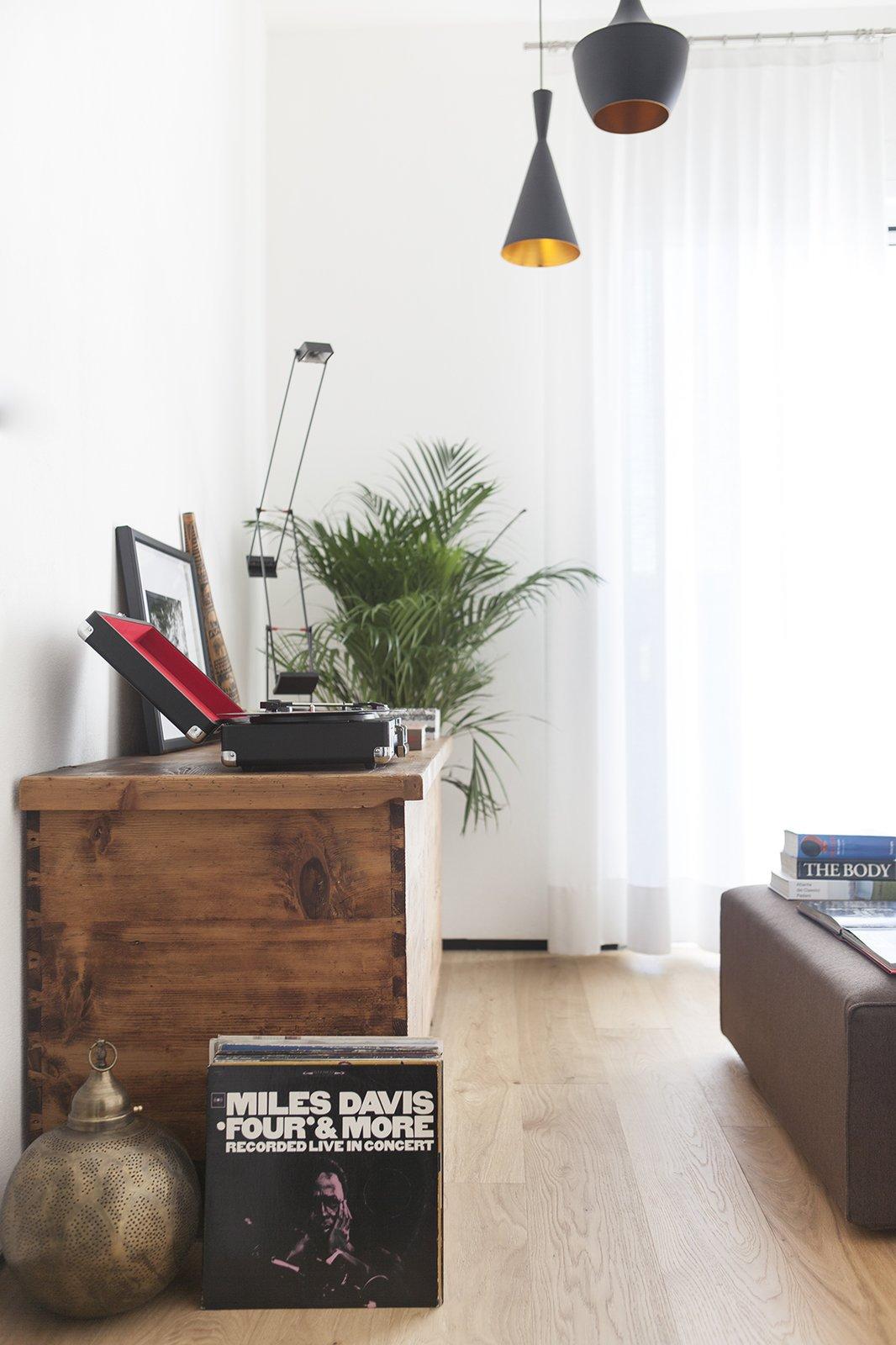 Living Room, Pendant Lighting, and Light Hardwood Floor living room  Iterior DM by Didonè Comacchio