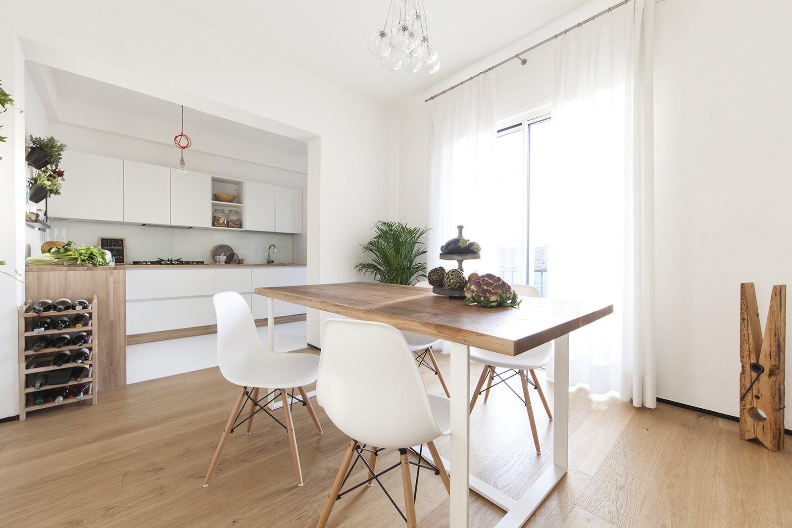 Dining Room, Light Hardwood Floor, Pendant Lighting, and Table kitchen  Iterior DM by Didonè Comacchio