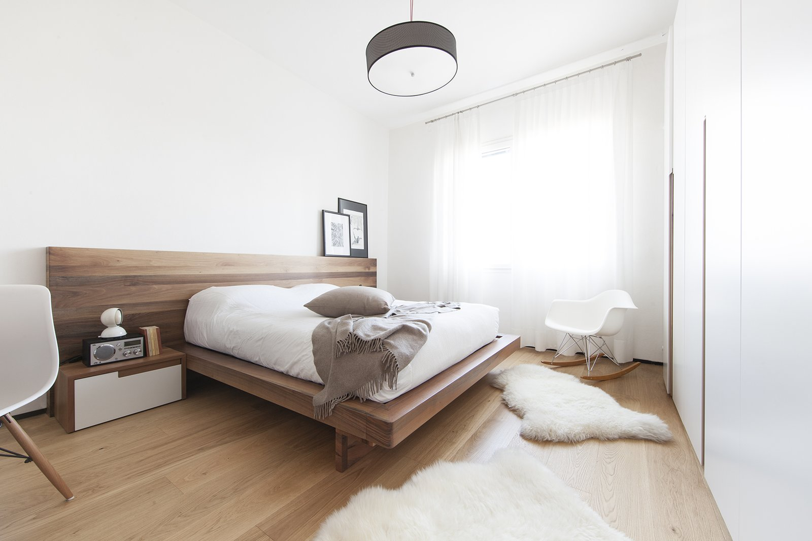 Bedroom, Pendant Lighting, and Light Hardwood Floor bedroom  Iterior DM by Didonè Comacchio