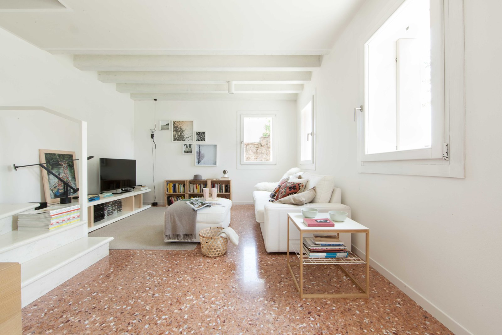 Living Room and Marble Floor living room  House PB by Didonè Comacchio