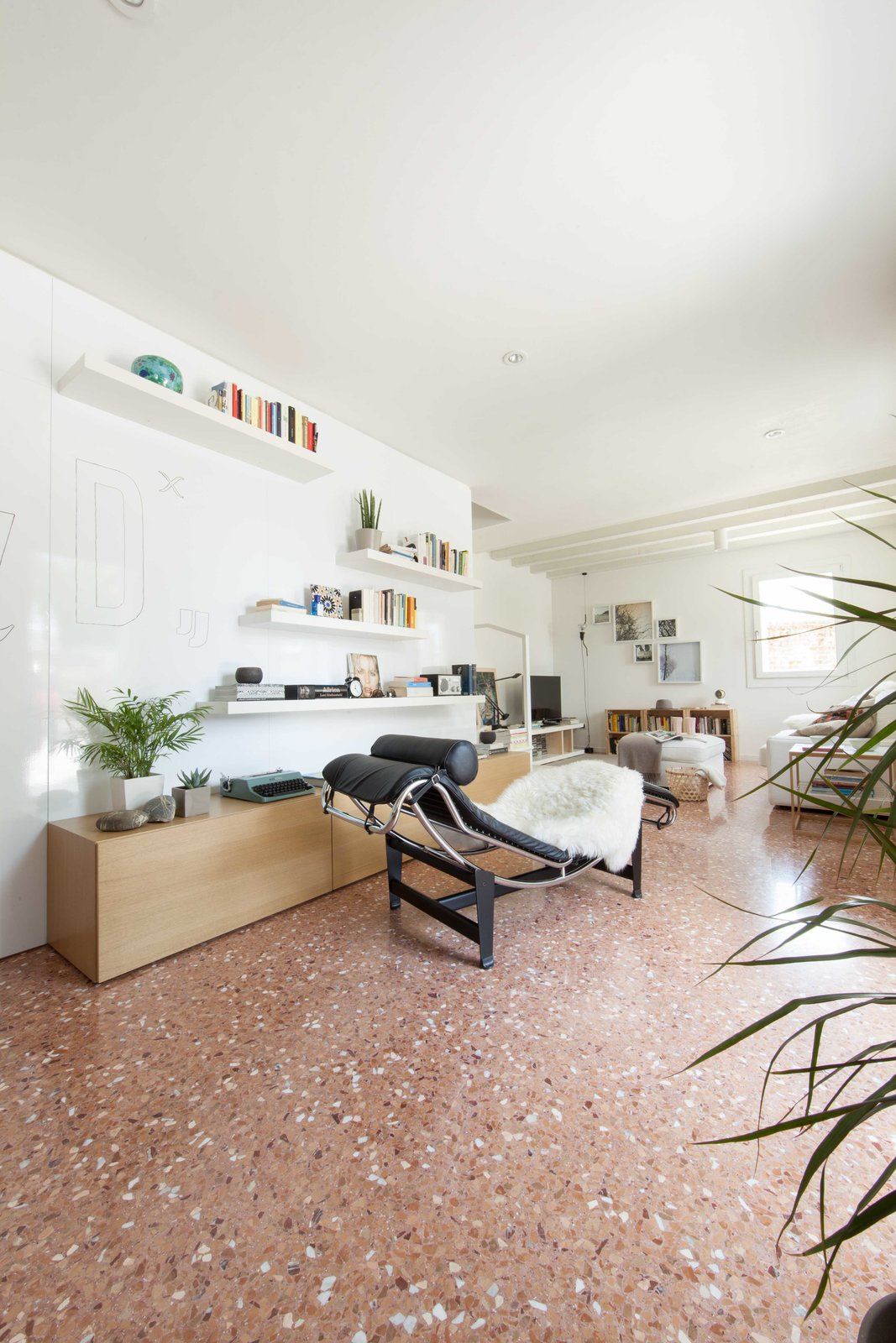 Living Room and Marble Floor entrance  House PB by Didonè Comacchio