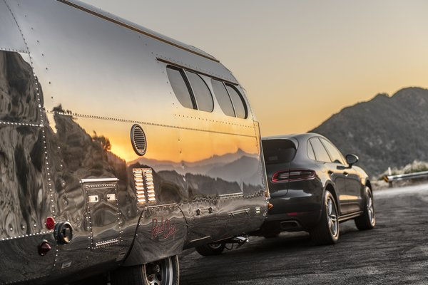 The exterior is crafted from aircraft-grade aluminum.