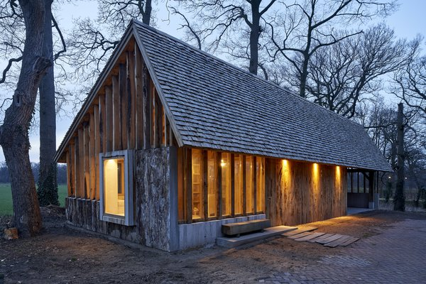 Bark gives the exterior walls a  textured appearance and allows them to blend into the forested surroundings.