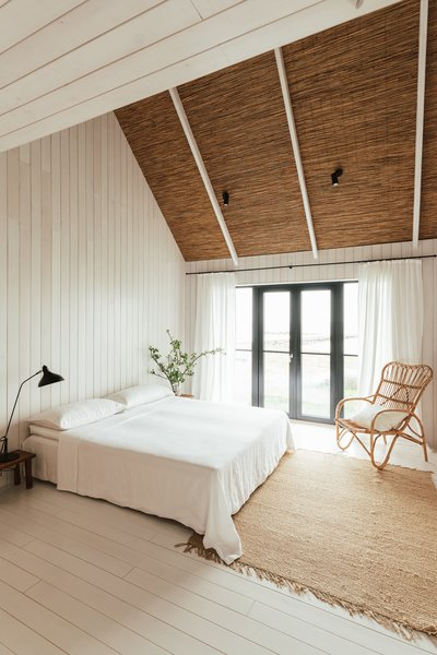 Reeds were used to line the pitched ceilings, adding texture and warmth to the white spaces.