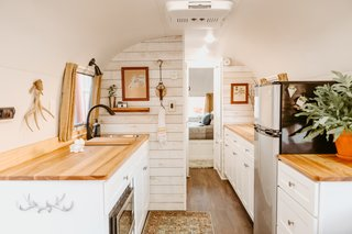 Armstrong decorated the space with vintage tchotchkes and furnishings to give the trailer a cohesive retro look.