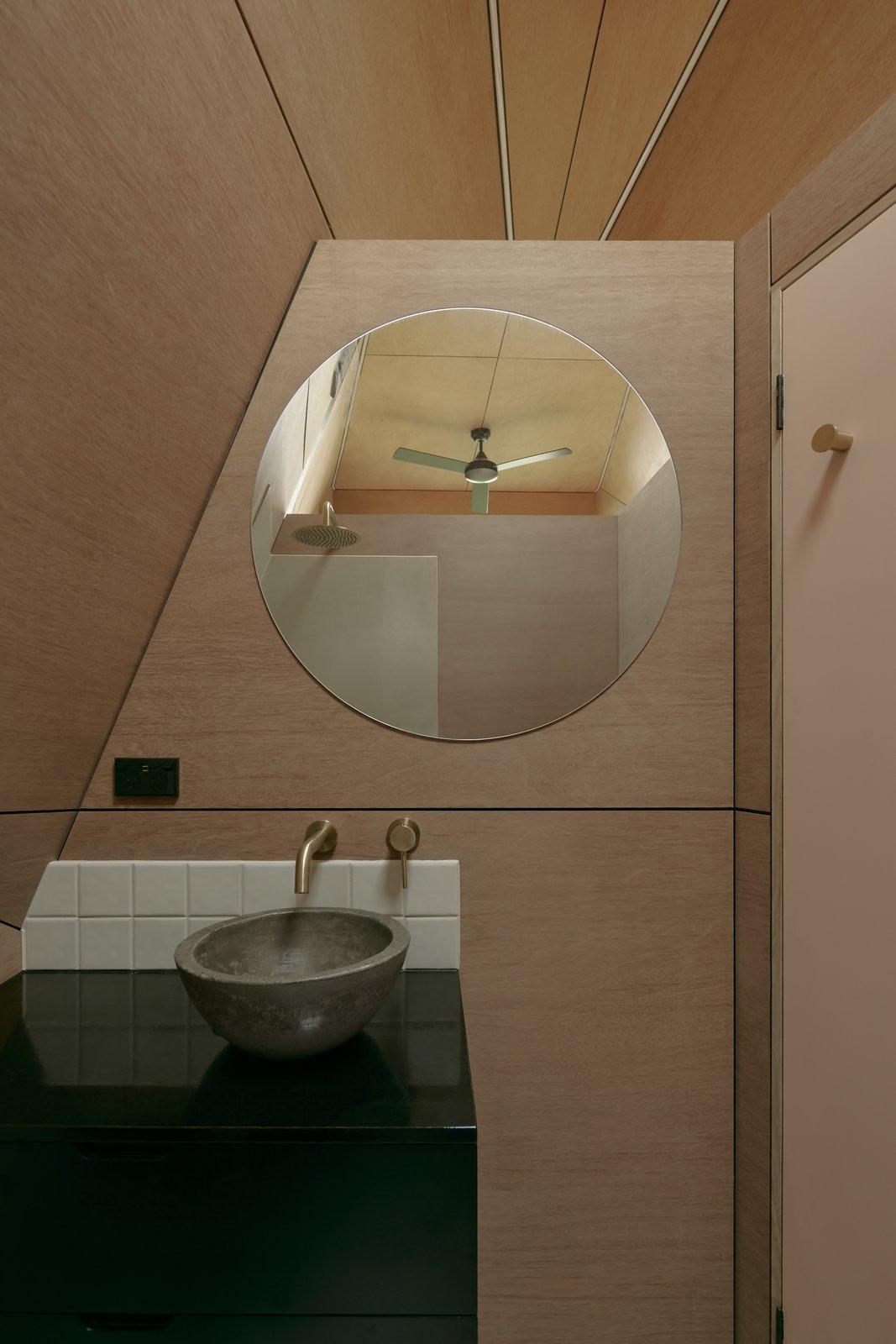 Base Cabin bathroom