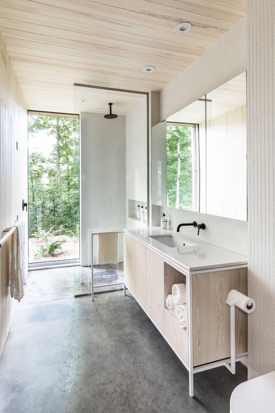 Hinterhouse bathroom