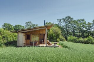 This Cozy Cabin in the British Countryside Has Everything You Need for a Relaxing Weekend