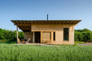 The wood-clad cabin is located on a working farm in Devon, UK.