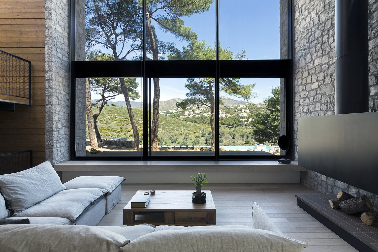 Living Room The facade opens up to the view of the pines trees concealing the boundary between the interior of the house and its surrounding environment   The Wedge House