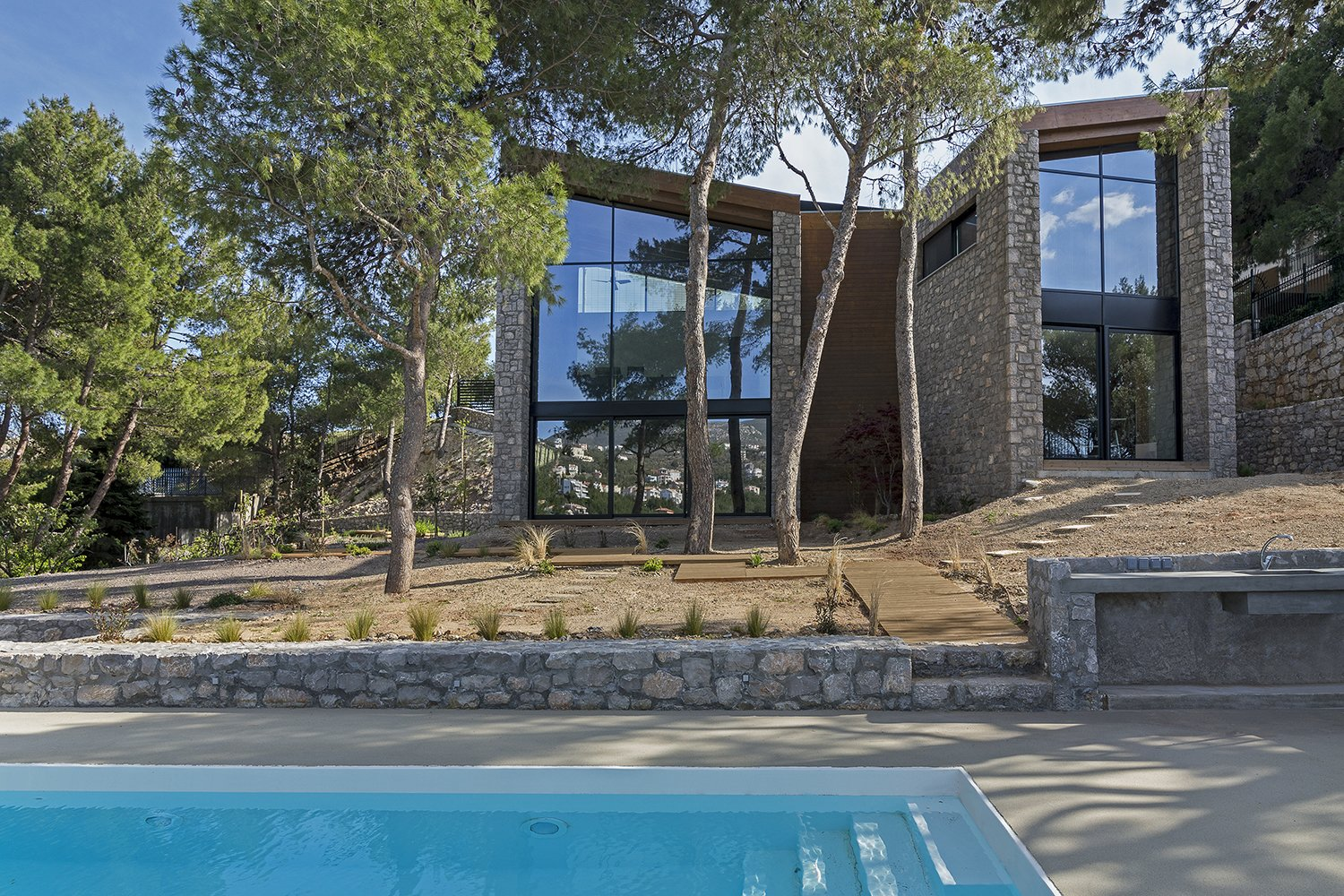 Exterior, House Building Type, Shingles Roof Material, Wood Siding Material, Stone Siding Material, and Stucco Siding Material The house utterly blends with its natural environment  The Wedge House