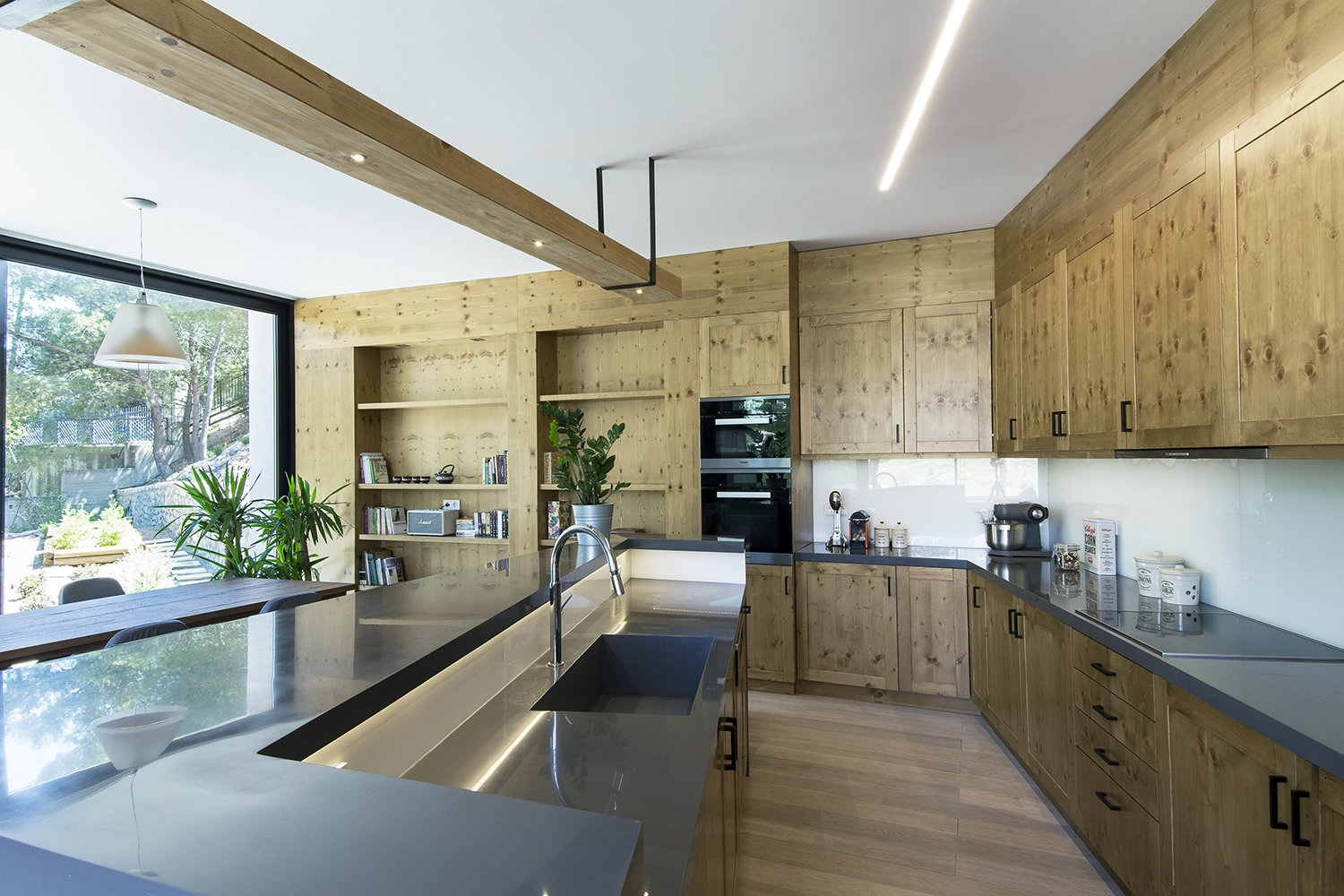 Kitchen, Light Hardwood Floor, and Wood Cabinet The finishes that appear in their natural state give warmth to the house   The Wedge House