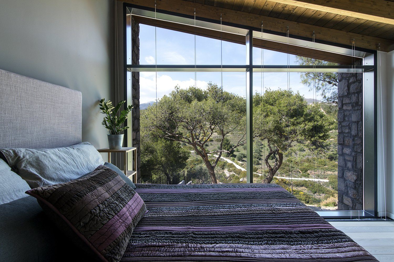 Bedroom The facade opens up to the view of the pines trees concealing the boundary between the interior of the house and its surrounding environment   The Wedge House