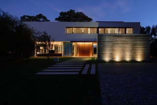 Night has fallen, front view of the House at Los Cisnes