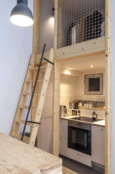 Did we mention that Bence loves to cook? Luckily, a fully equipped kitchen found a snug space under the bedroom loft